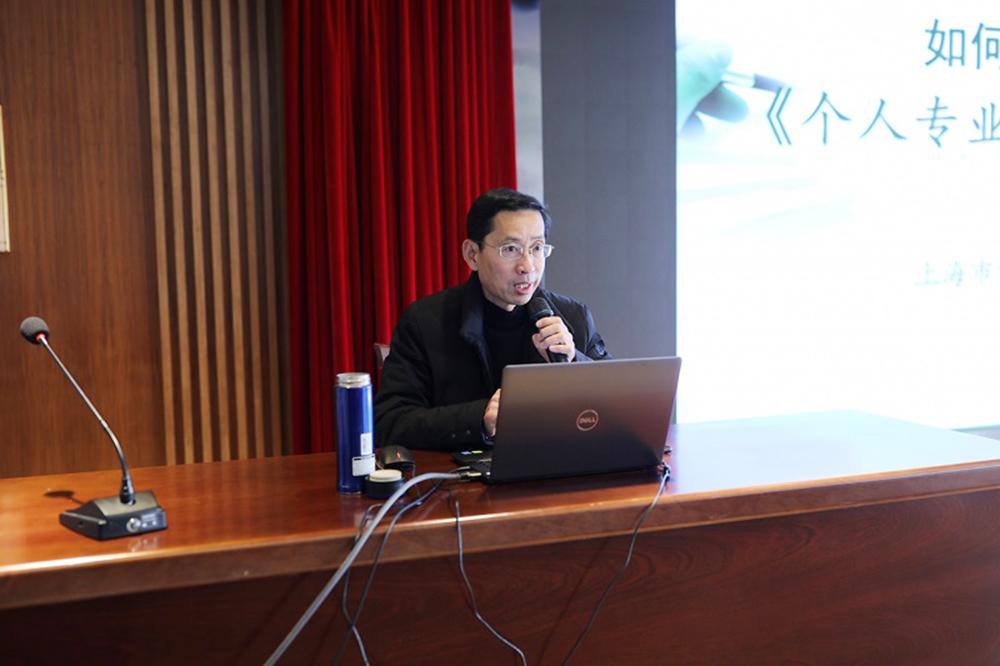 上海市督学徐旦泽老师到朱泾小学做专题讲座