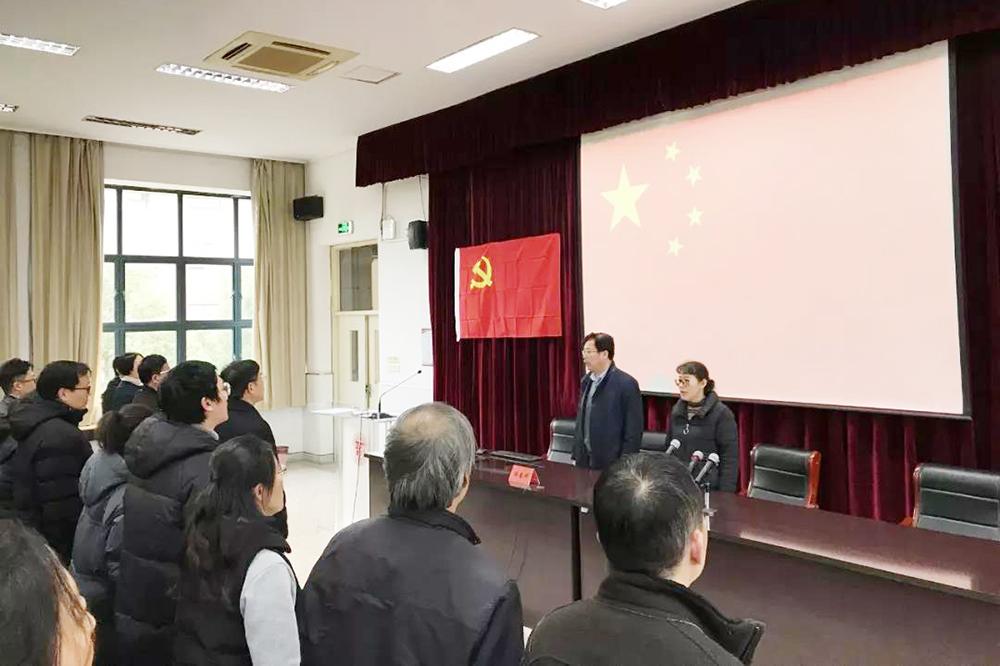 奉贤中学举行总支部委员换届选举党员大会