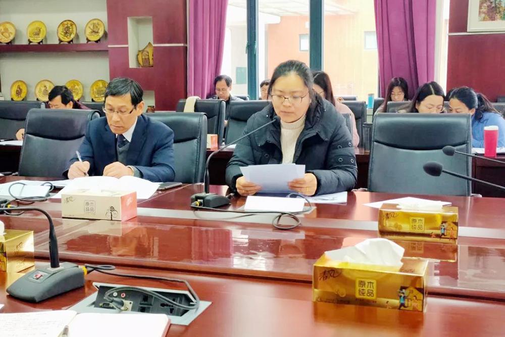 奉贤中学中心组成员学习《中国共产党宣传工作条例》