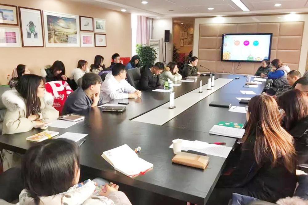 """金沙江路小学举行青年教师""""爱与责任""""微论坛"""