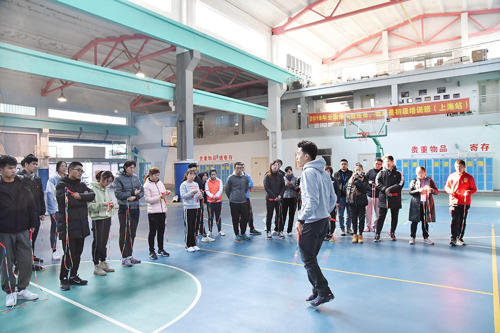 小跳绳里有大学问,上海为体育教师补上跳绳一课