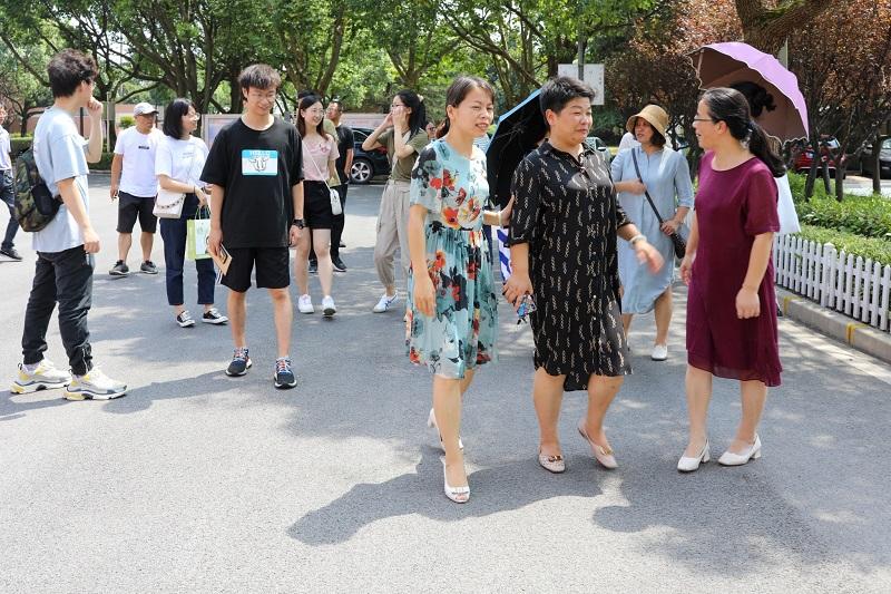 朱泾小学管理团队一行到漕泾小学参观学习