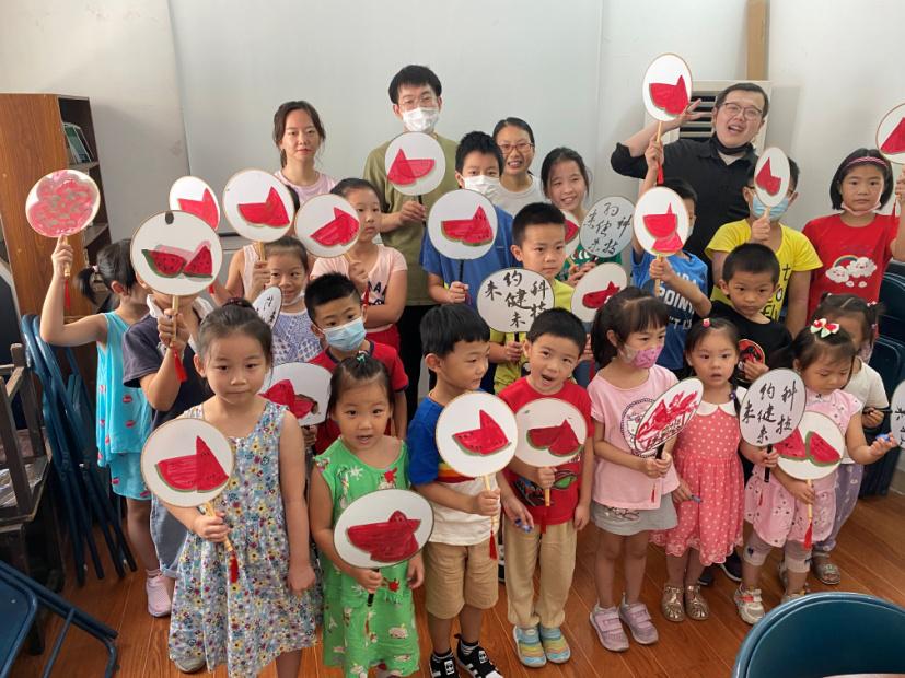 金沙江路小学:蒲扇送凉意,暑期添欢乐