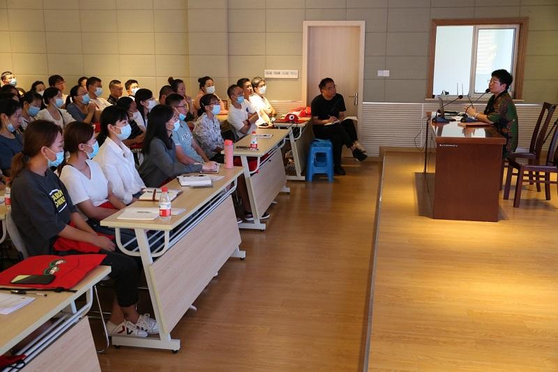 朱泾小学召开一年级新生家长会暨家长学校第一课