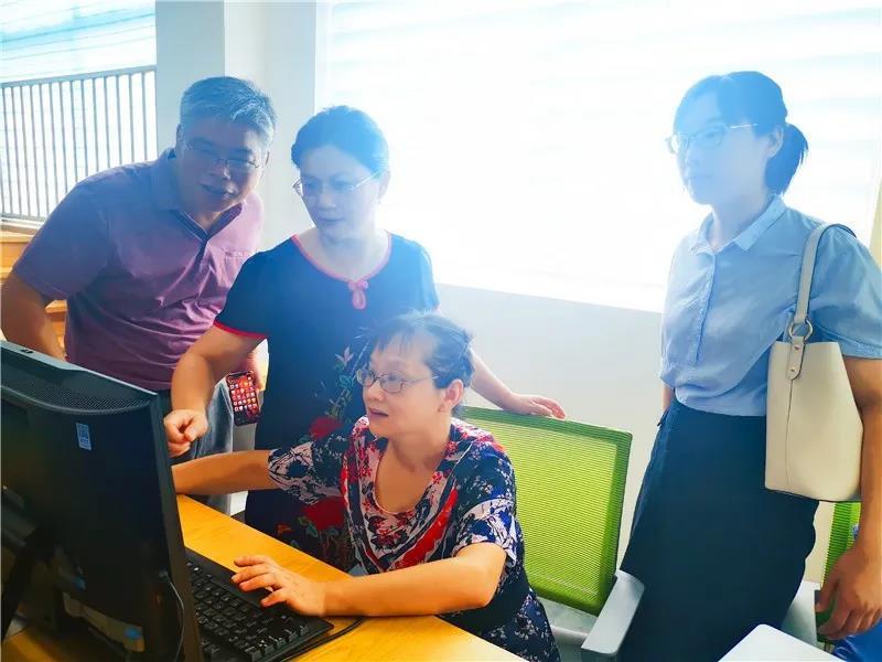钱圩小学:领导细致检查,助校建防护网