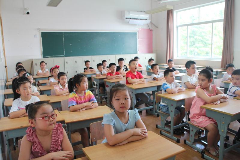 洛川学校开展2020年一年级新生培训活动