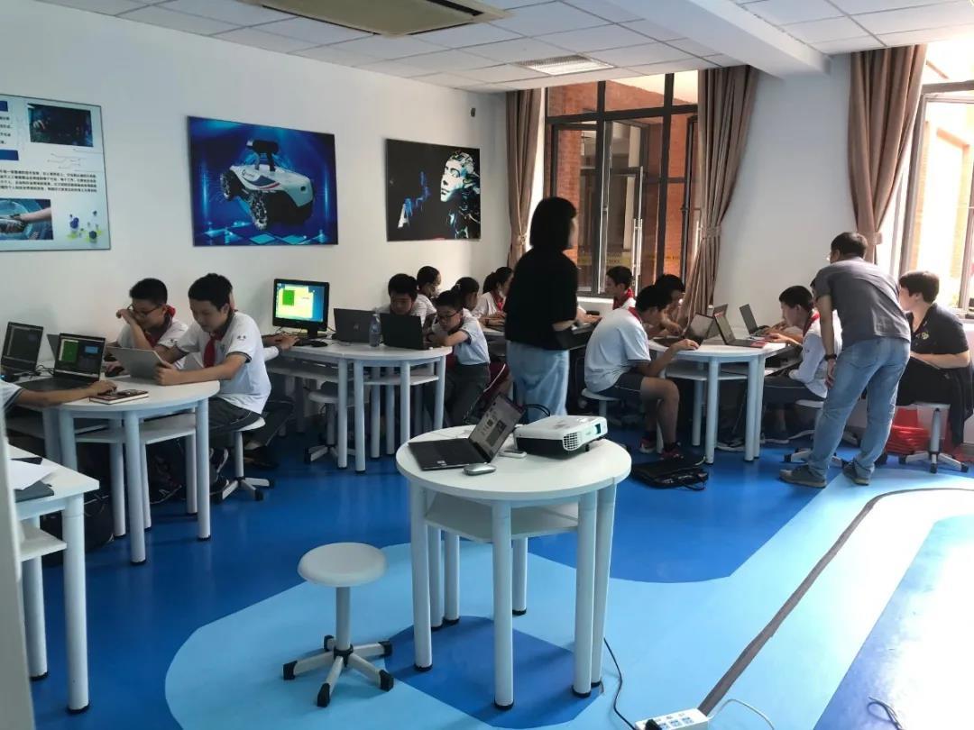 金山初级中学:取经徐汇中学特色,推动科技课程建设